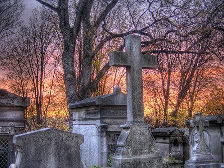 ROL COMÚN -  Misterios en el Funeral Cementerio