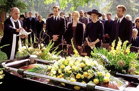 ROL COMÚN -  Misterios en el Funeral Funeral